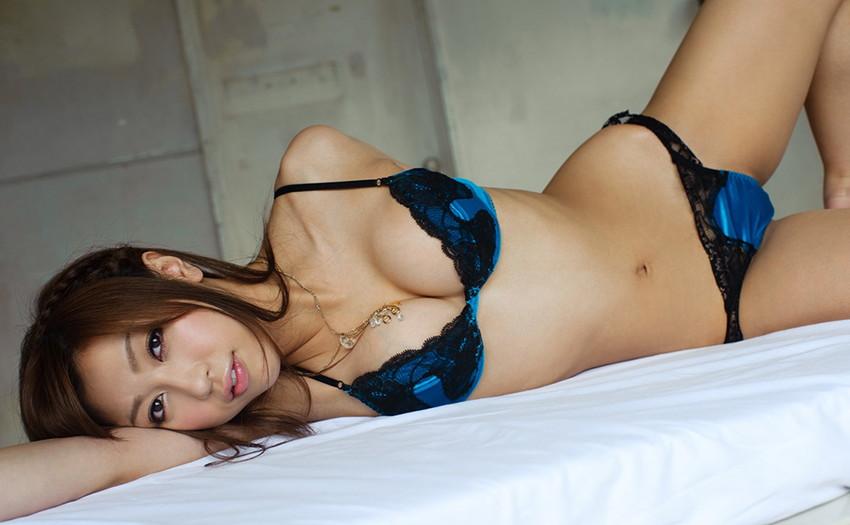 【下着姿エロ画像】裸より露出は少ないけど、下着姿の女の子ってエロカワだよな! 48