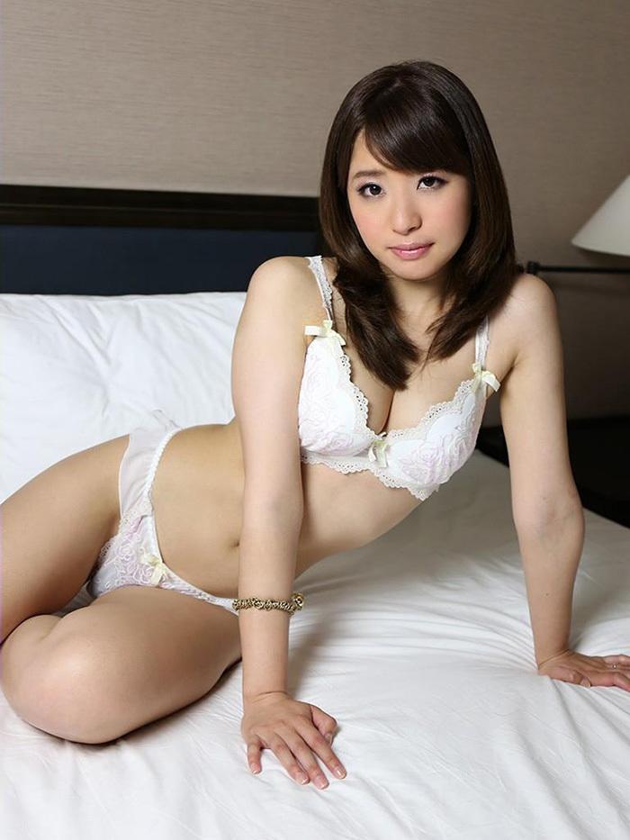 【下着姿エロ画像】裸より露出は少ないけど、下着姿の女の子ってエロカワだよな! 52