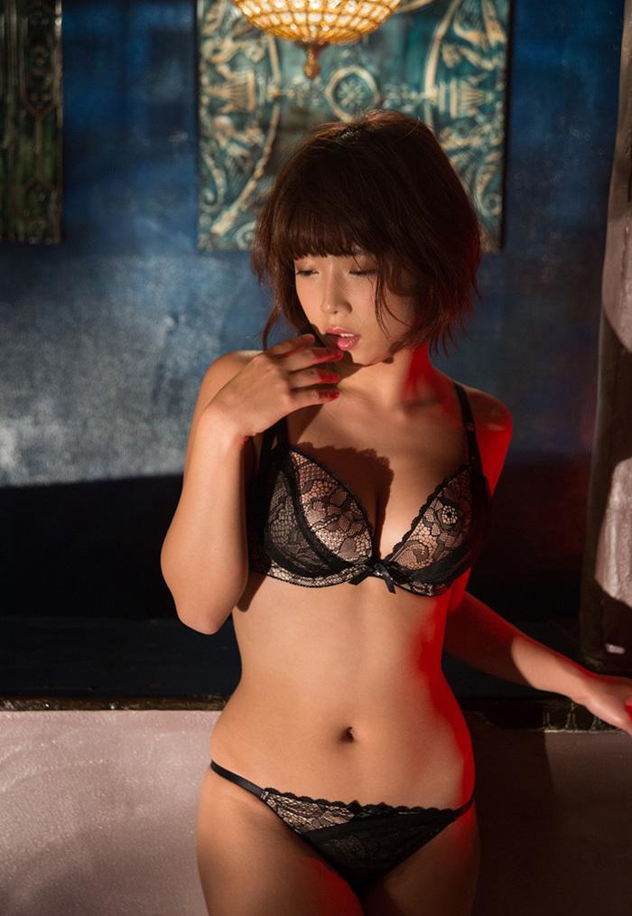 【下着姿エロ画像】裸より露出は少ないけど、下着姿の女の子ってエロカワだよな! 53