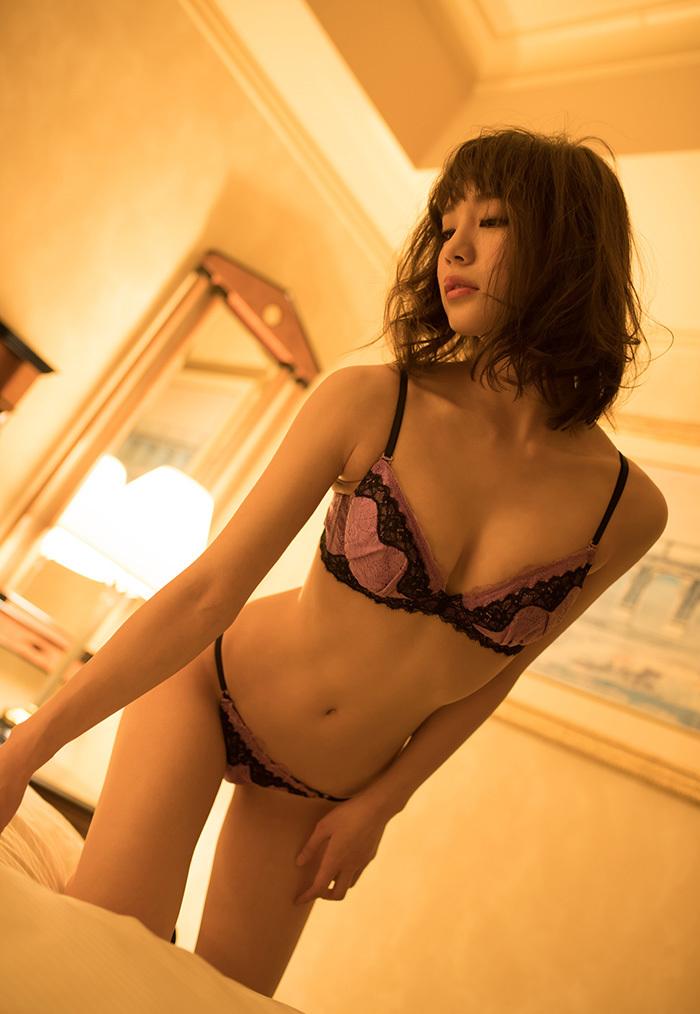 【下着姿エロ画像】裸より露出は少ないけど、下着姿の女の子ってエロカワだよな! 57