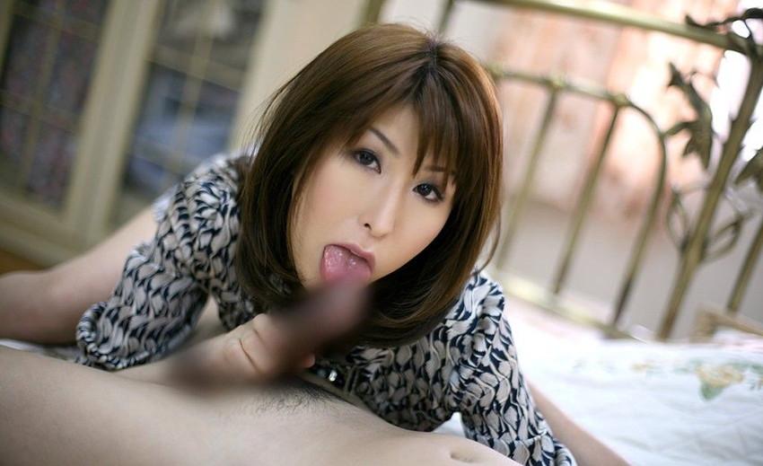 【着衣フェラチオエロ画像】チンポ大好き女は脱衣前からチンポを求めてしゃぶりつく! 05
