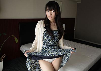 【セルフパンチラエロ画像】スカートを自分から捲り上げてパンチラ見せ付ける女子