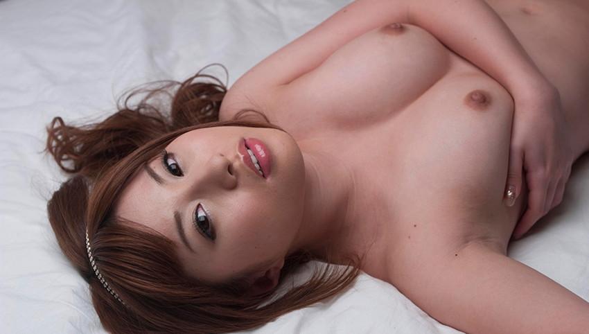 【美乳エロ画像】思わず画像に手を伸ばしてしまいそうなほどに美しい美乳の女の子! 35
