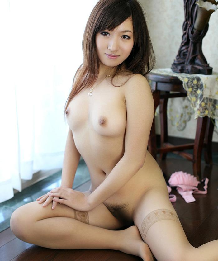【美乳エロ画像】思わず画像に手を伸ばしてしまいそうなほどに美しい美乳の女の子! 46