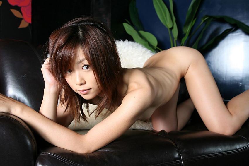 【四つん這いエロ画像】全裸で四つん這い!?これは後ろから入れてほしいのか!?w 22