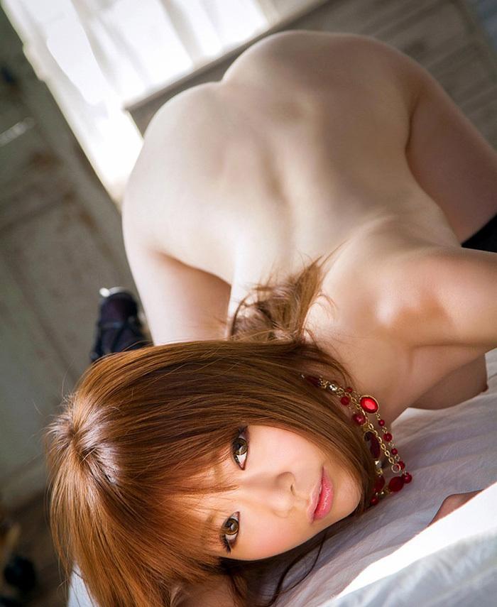 【四つん這いエロ画像】全裸で四つん這い!?これは後ろから入れてほしいのか!?w 41
