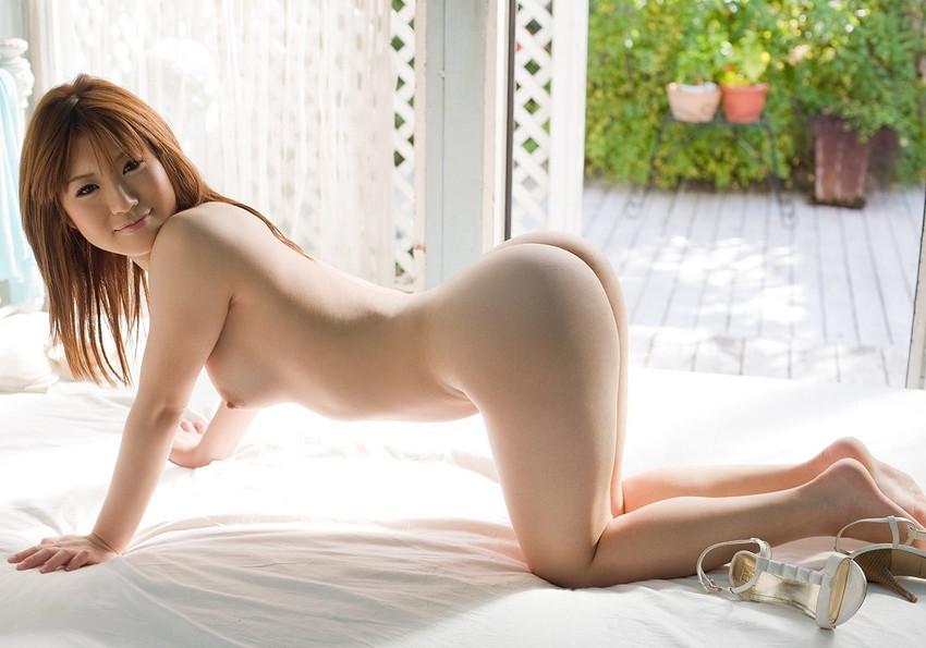 【四つん這いエロ画像】全裸で四つん這い!?これは後ろから入れてほしいのか!?w 47
