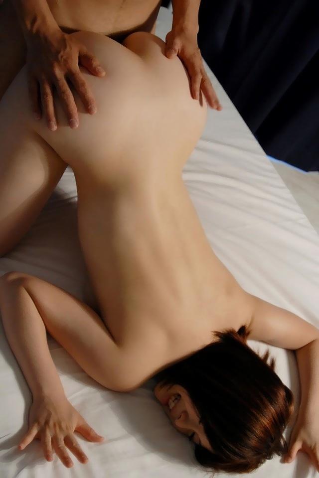 【バックエロ画像】女の子の尻を眺めつつ、バックからガンガンに突きつける! 49