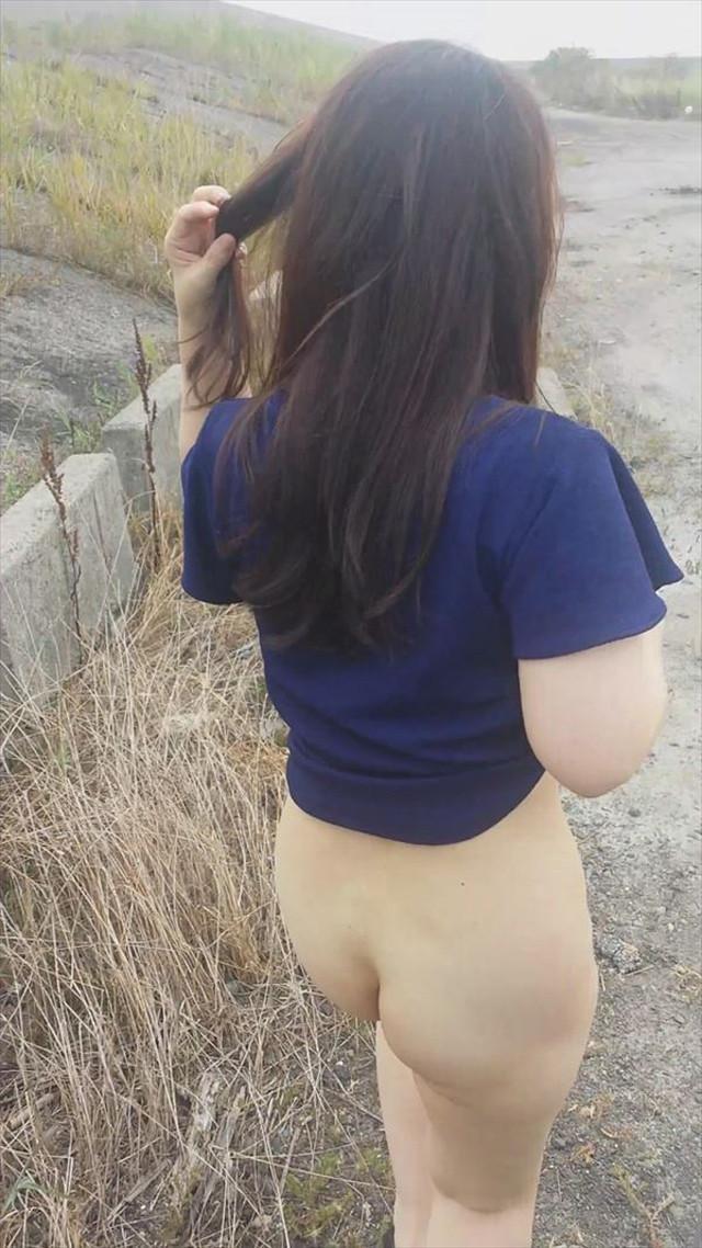 【野外露出エロ画像】屋外で大胆露出!これが素人娘だと…!?wwwww 26