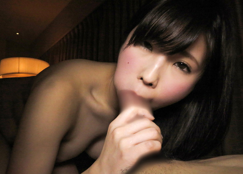 【全裸フェラチオエロ画像】全裸で「もう待てない!」とばかりにチンポにしゃぶりつく! 26