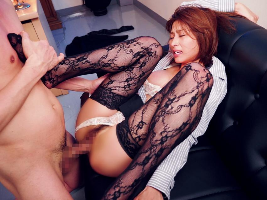【着衣セックスエロ画像】着衣を残したままのセックスって雰囲気あってなかなか良いよな!? 12