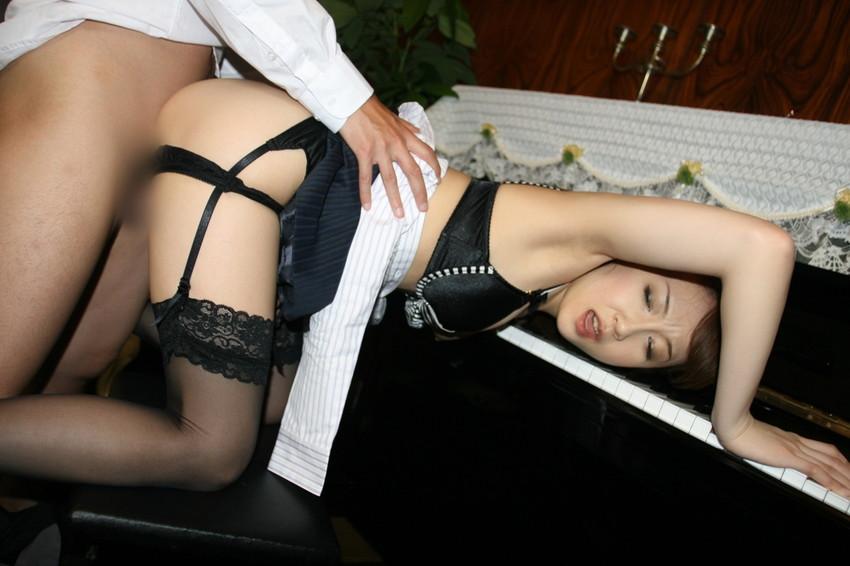 【着衣セックスエロ画像】着衣を残したままのセックスって雰囲気あってなかなか良いよな!? 34