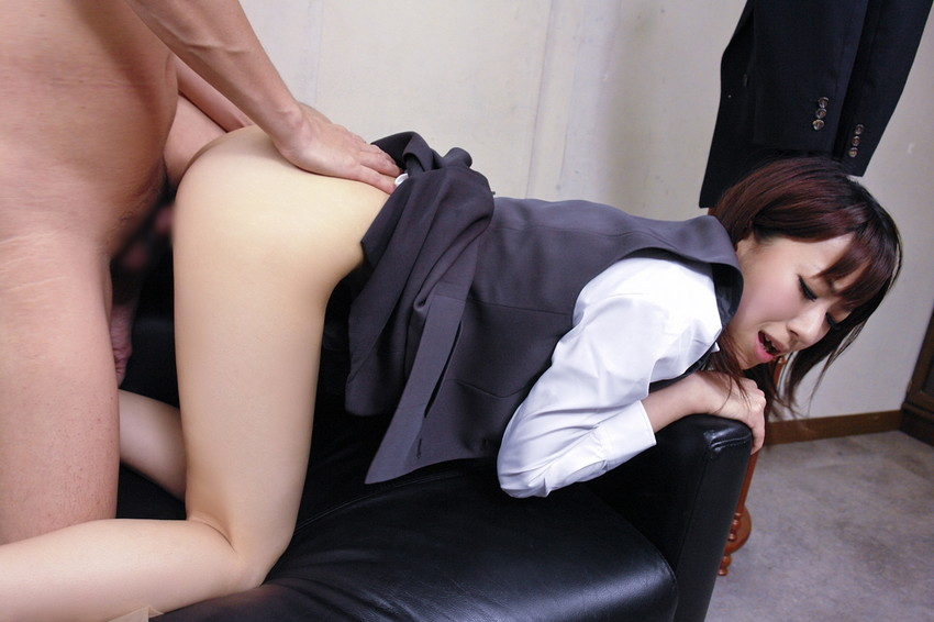 【着衣セックスエロ画像】着衣を残したままのセックスって雰囲気あってなかなか良いよな!? 41