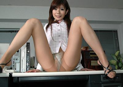 【M字開脚エロ画像】M字に開脚された女の子の股間!ついつい見てしまうのも男の性ww