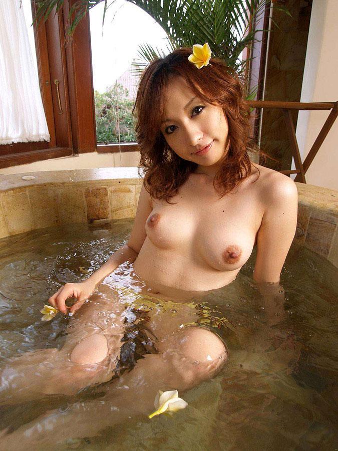 【入浴エロ画像】お風呂場で入浴中の女の子は生まれたままの姿!エロスッ!!! 07