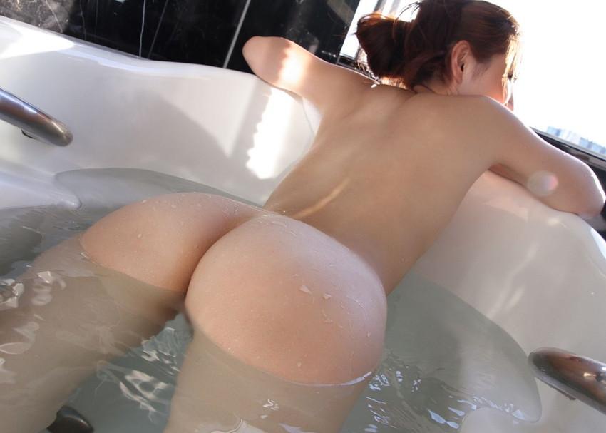 【入浴エロ画像】お風呂場で入浴中の女の子は生まれたままの姿!エロスッ!!! 12