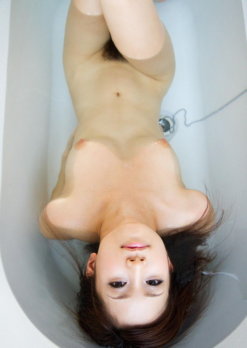 【入浴エロ画像】お風呂場で入浴中の女の子は生まれたままの姿!エロスッ!!! 15