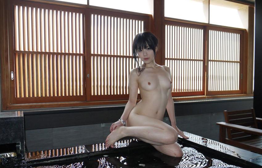 【入浴エロ画像】お風呂場で入浴中の女の子は生まれたままの姿!エロスッ!!! 26