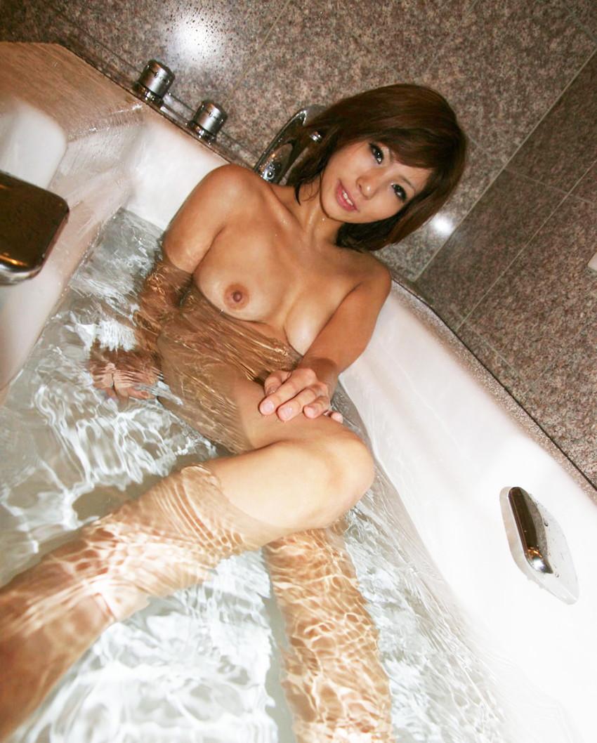 【入浴エロ画像】お風呂場で入浴中の女の子は生まれたままの姿!エロスッ!!! 30