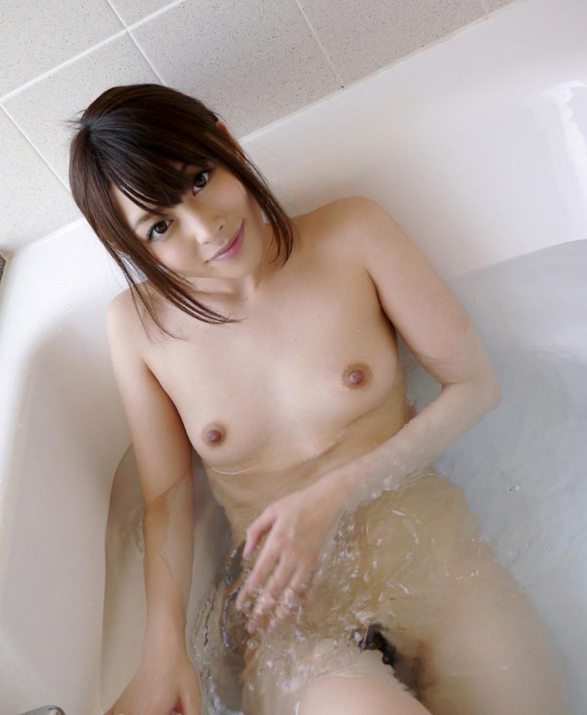 【入浴エロ画像】お風呂場で入浴中の女の子は生まれたままの姿!エロスッ!!! 31