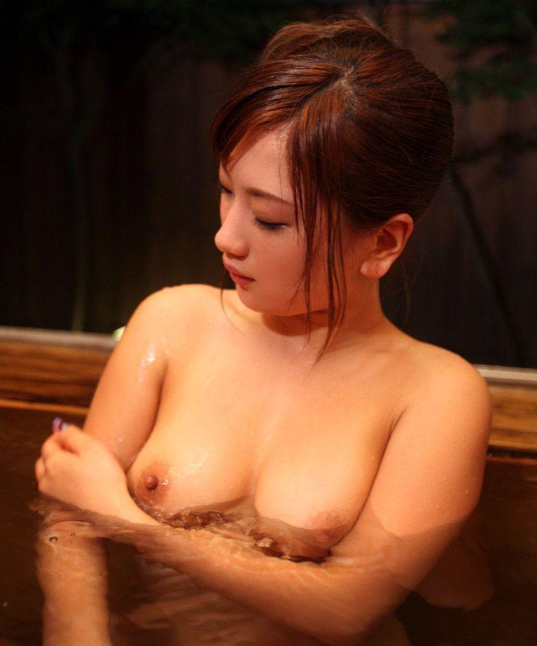 【入浴エロ画像】お風呂場で入浴中の女の子は生まれたままの姿!エロスッ!!! 38