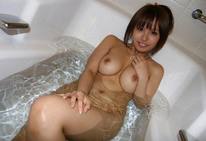 【入浴エロ画像】お風呂場で入浴中の女の子は生まれたままの姿!エロスッ!!! 39