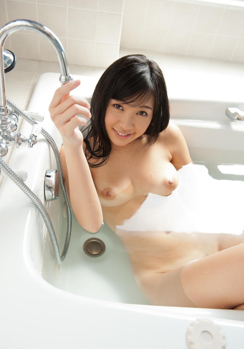 【入浴エロ画像】お風呂場で入浴中の女の子は生まれたままの姿!エロスッ!!! 46