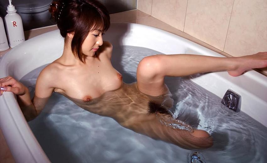 【入浴エロ画像】お風呂場で入浴中の女の子は生まれたままの姿!エロスッ!!! 47