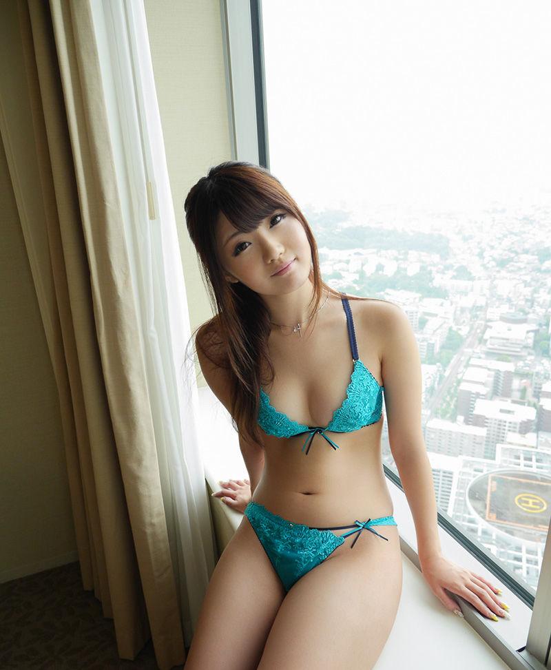 【下着姿エロ画像】裸じゃなくても、こういう下着姿ってのも風情があって良いよなw 26