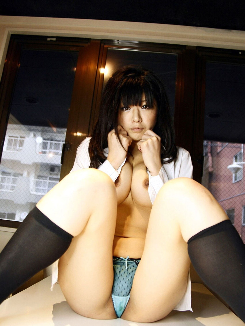 【M字開脚エロ画像】M字開脚している女の子の画像集めたら勃起してしもたwww 21