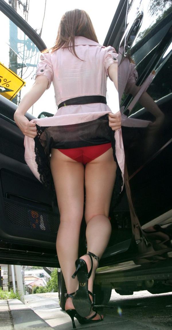 【セルフパンチラエロ画像】女の子からパンチラを見せ付けるセルフパンチラというジャンル! 06
