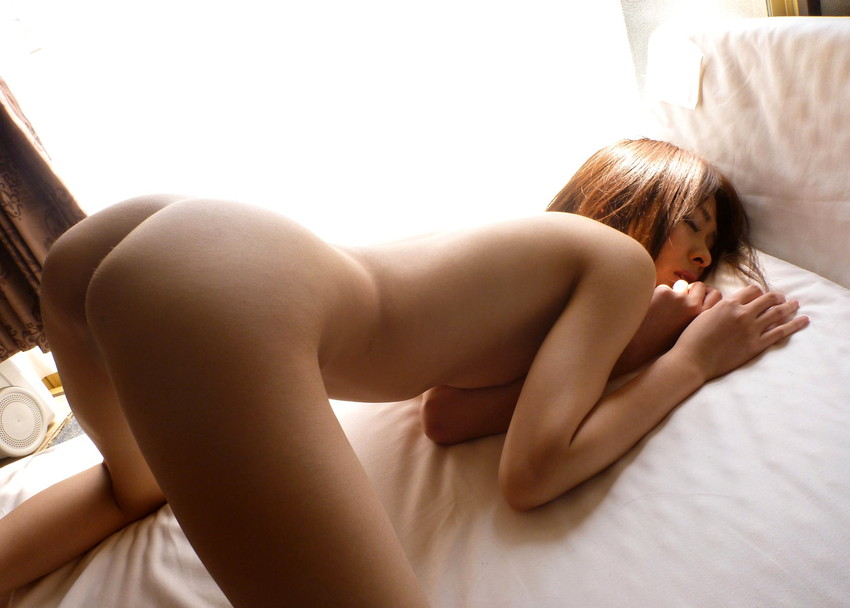 【四つん這いエロ画像】四つん這いの悩ましいポーズがエロすぎて勃起不可避! 53