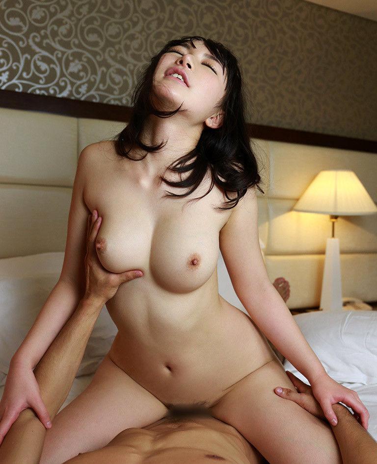 【騎乗位エロ画像】騎乗位でセックスする女って俗に言う肉食形女子が多いらしい? 10