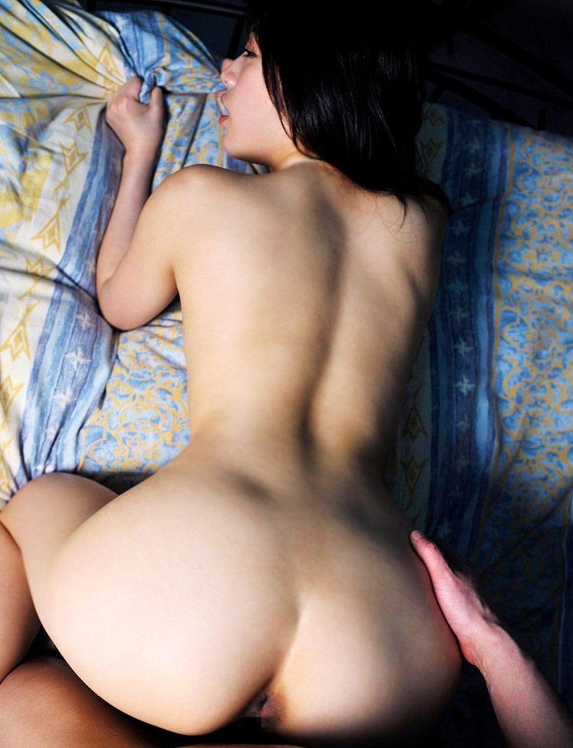 【バックエロ画像】女の子を四つん這いにさせて女の子の尻を眺めながらハメる! 05