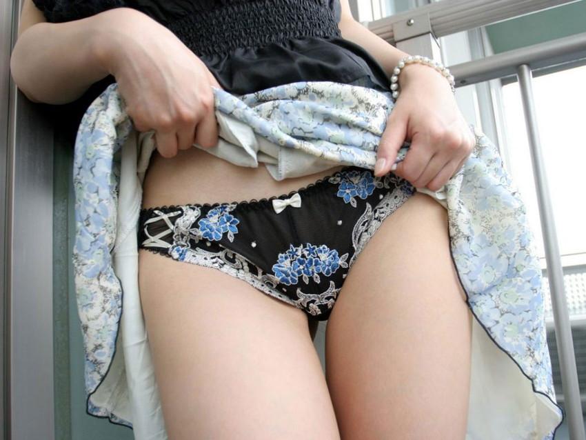 【セルフパンチラエロ画像】自分からスカートめくってパンチラ披露するセルフパンチラ! 38