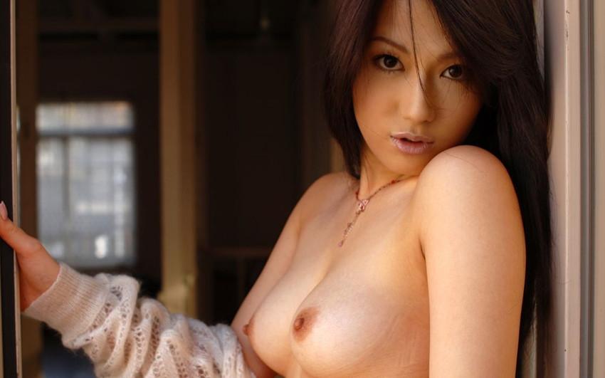 【美乳エロ画像】ため息すら出てしまいそうなほど、美しいおっぱいの女の子! 04