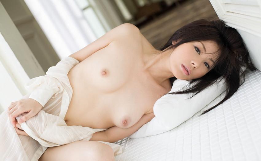 【美乳エロ画像】ため息すら出てしまいそうなほど、美しいおっぱいの女の子! 19