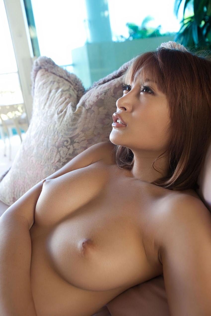 【美乳エロ画像】ため息すら出てしまいそうなほど、美しいおっぱいの女の子! 53