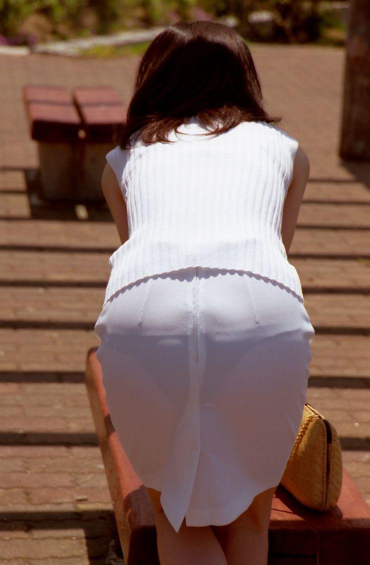 【素人着衣透けエロ画像】街中で着衣が透けていることに気づかない素人娘たち! 02