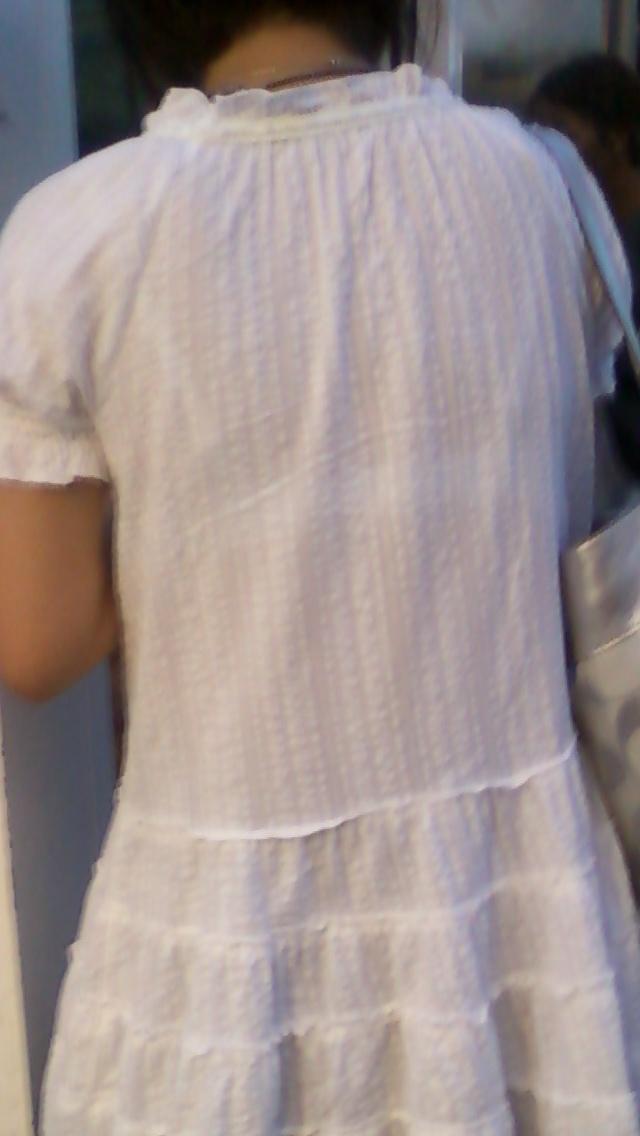 【素人着衣透けエロ画像】街中で着衣が透けていることに気づかない素人娘たち! 06