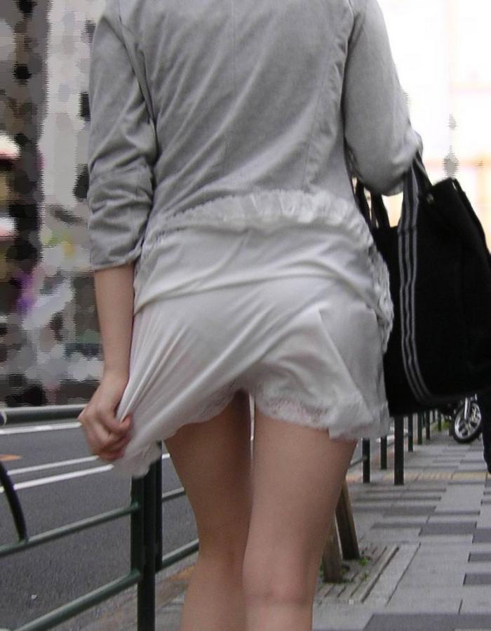 【素人着衣透けエロ画像】街中で着衣が透けていることに気づかない素人娘たち! 08