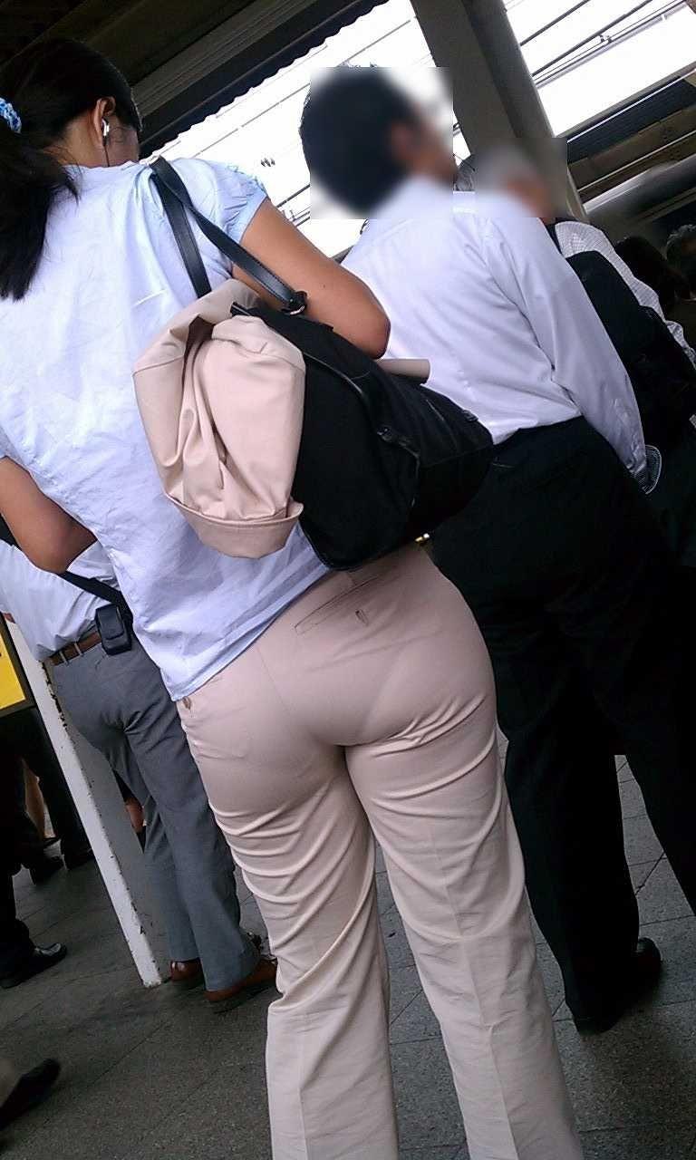 【素人着衣透けエロ画像】街中で着衣が透けていることに気づかない素人娘たち! 12