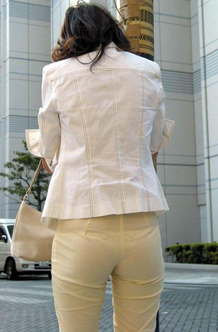 【素人着衣透けエロ画像】街中で着衣が透けていることに気づかない素人娘たち! 14