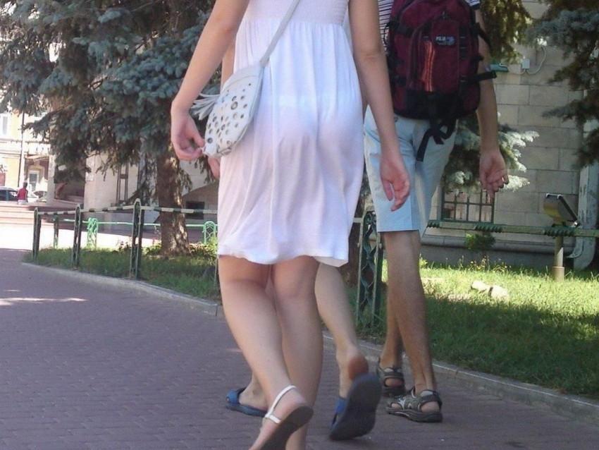【素人着衣透けエロ画像】街中で着衣が透けていることに気づかない素人娘たち! 17