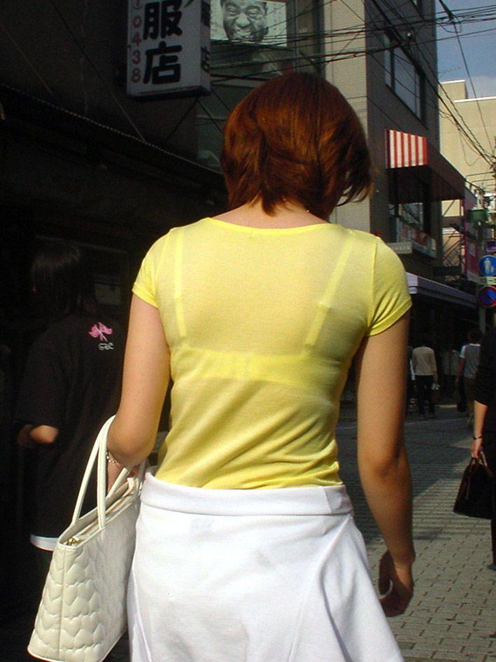 【素人着衣透けエロ画像】街中で着衣が透けていることに気づかない素人娘たち! 21
