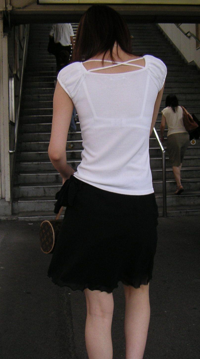 【素人着衣透けエロ画像】街中で着衣が透けていることに気づかない素人娘たち! 24