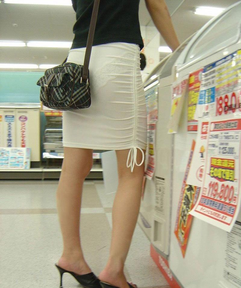【素人着衣透けエロ画像】街中で着衣が透けていることに気づかない素人娘たち! 25