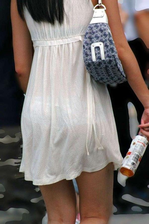【素人着衣透けエロ画像】街中で着衣が透けていることに気づかない素人娘たち! 30