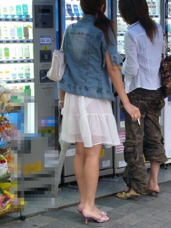 【素人着衣透けエロ画像】街中で着衣が透けていることに気づかない素人娘たち! 41