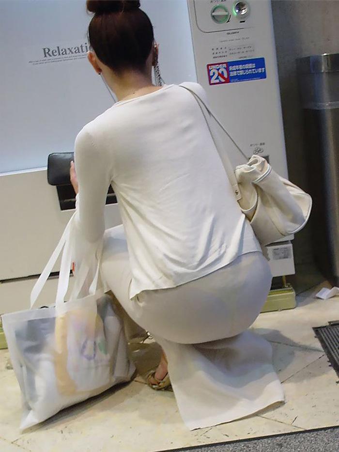 【素人着衣透けエロ画像】街中で着衣が透けていることに気づかない素人娘たち! 45